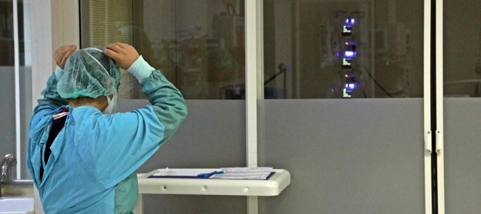 Antalya'da yoğun bakım doktoru gözyaşlarına boğuldu