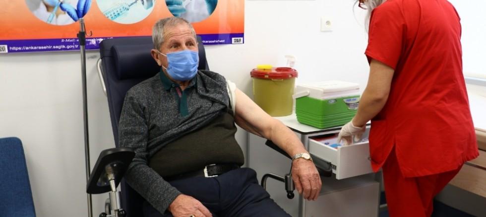 Covid-19 aşısında 75 yaş aşılaması başladı